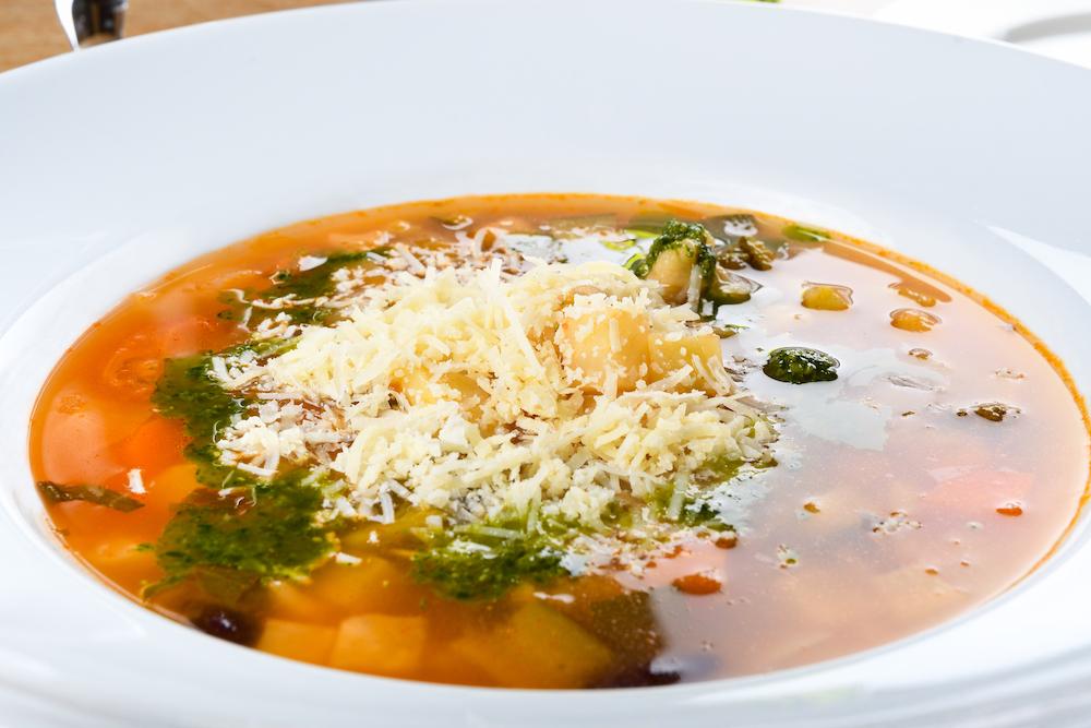 Minestrone - Zöldségleves  bazsalikom  pesto. parmesan  tészta 1.290 Ft